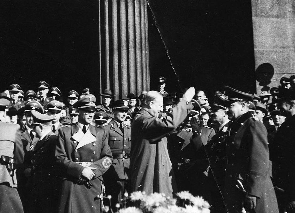 Йозеф Тербовен и Квислинг Видкун в день благодарения. Осло. 1941 г.
