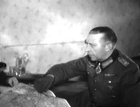 Гельмут Вейдлинг у карты. 1944 г.
