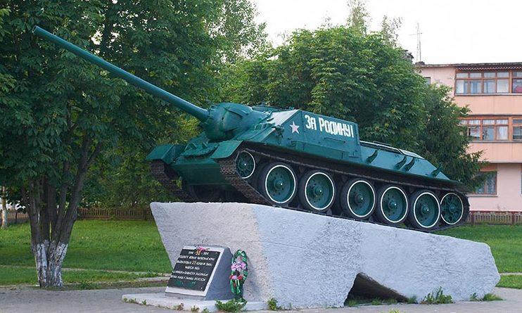 г. Чаусы. Памятник-САУ в честь освободителей города.