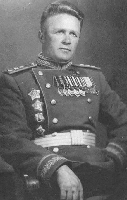 Командующий авиацией дальнего действия генерал-полковник А. Е. Голованов.