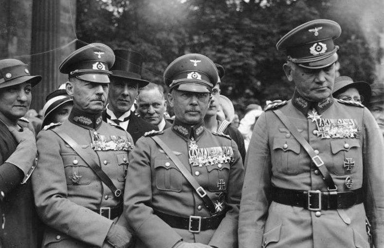 Вальтер Браухич, Герд фон Рунштедт и Вернер фон Фрич на военном параде. 1934 г.