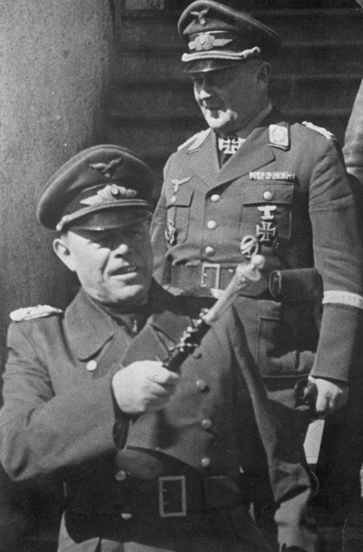 Рихард Гейдрих и Альберт Кессельринг. 1940 г.