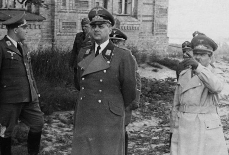 Эрих Кох и Альфред Розенберг в Киеве. 1942 г.