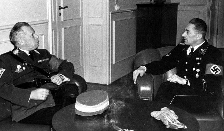 Адольф Хюнлайн и Карл Франк. Прага. 1940 г.