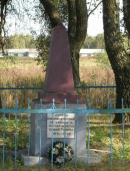 д. Черенки Чаусского р-на. Братская могила, в которой похоронено 166 воинов.