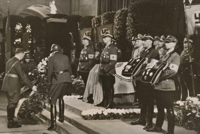 Похороны Адольфа Хюнлайна. 1942 г.