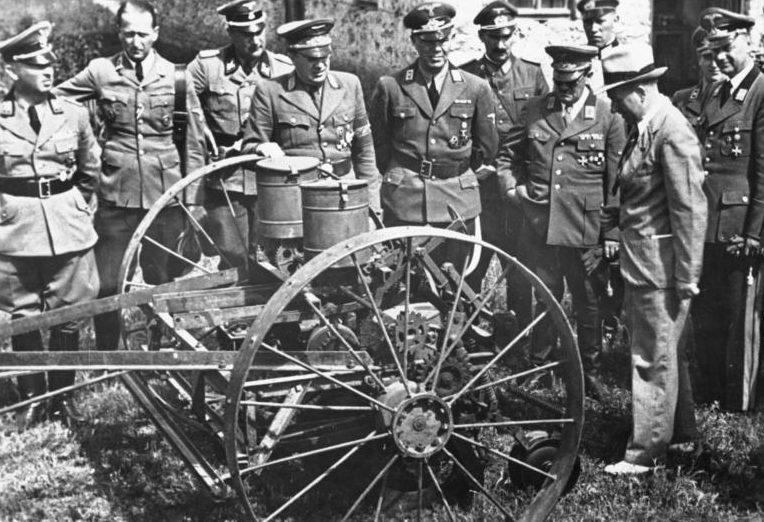 Эрих Кох и Альфред Розенберг в Украине. 1943 г.