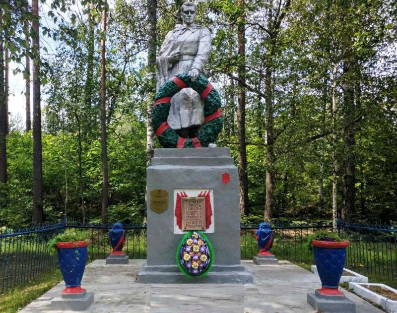 г. Славгород. Памятник в окрестностях города, установленный на братской могиле воинов, погибших в годы войны.