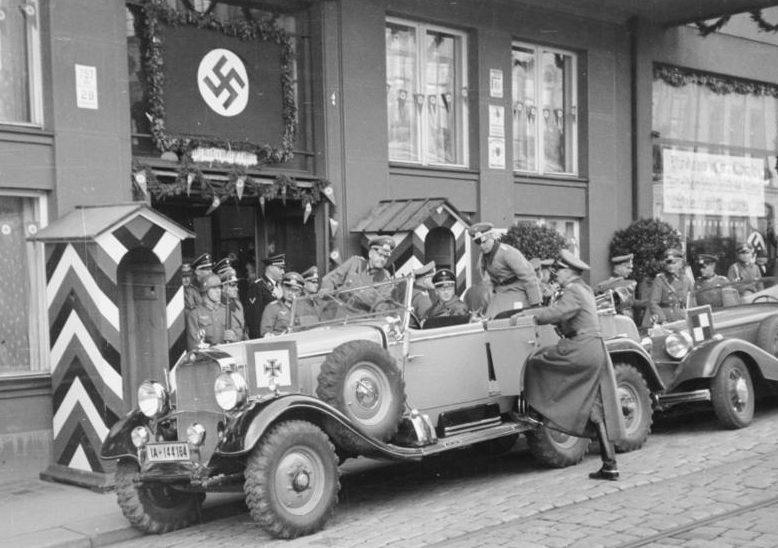 Вальтер Браухич во время вторжения в Судетскую область. 1938 г.