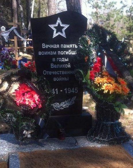 д. Баков Чериковского р-на. Братская могила, в которой похоронено 6 советских воинов, в т.ч. 3 неизвестных, погибших в годы войны.
