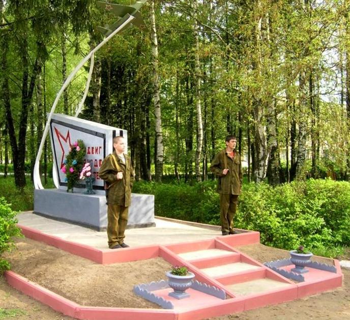 г. Мстиславль. Памятник у МГПЛ №6, установлен в 1962 году на братской могиле, в которой похоронено 3 советских воина, в т.ч. один неизвестный, погибшие в годы войны. В 2010 году памятник был реконструирован.