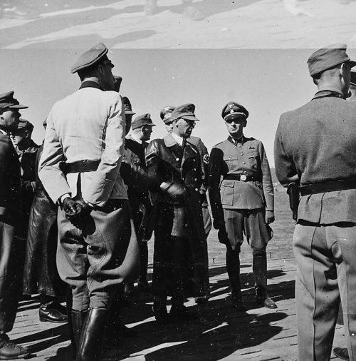 Йозеф Тербовен среди солдат. Хоннингсвог.1942 г.