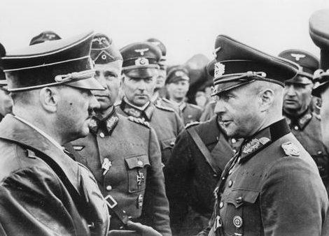 Вальтер фон Браухич и Адольф Гитлер. 1939 г.