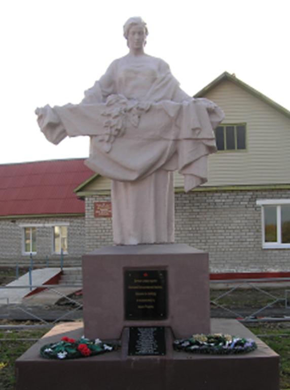 д. Веремеевка Кличевского р-на. Памятник, установлен на братской могиле, в которой похоронено 30 воинов и партизан 385-й стрелковой дивизии 2-го Белорусского фронта, в т.ч. 13 неизвестных. Памятник был реконструирован в 2009 году.