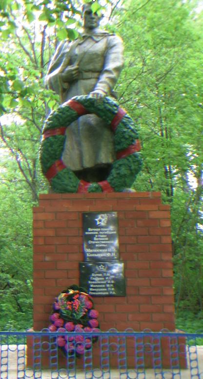 д. Веприн Чериковского р-на. Памятник, установленный на братской могиле, в которой похоронено 68 советских воинов, в т.ч. 60 неизвестных.