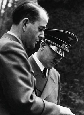 Альберт Шпеер и Адольф Гитлер. 1940 г.