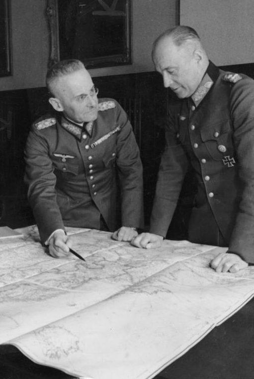 Вальтер Браухич и Франц Гальдер во время Польской кампании. 1939 г.