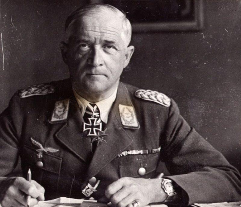 Роберт Грейм в рабочем кабинете. 1940 г.