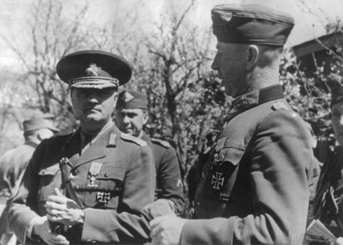 Максимилиан Ангелис и военный министр Румынии Константин Пантази. Кубань. 1943 г.