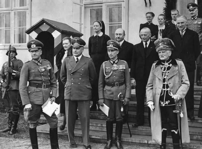 Вальтер Браухич, Эберхард Макензен и Ханс Хеннинг. 1939 г.
