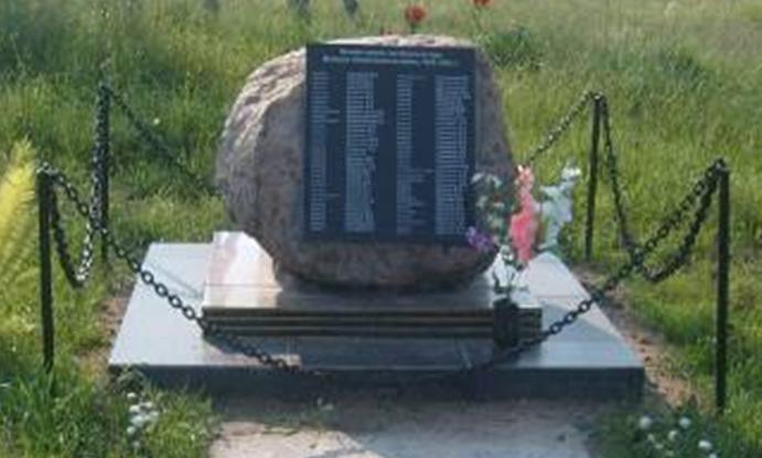 д. Каличенка Кличевского р-на. Памятник в честь погибших односельчан был сооружен в 2010 году.