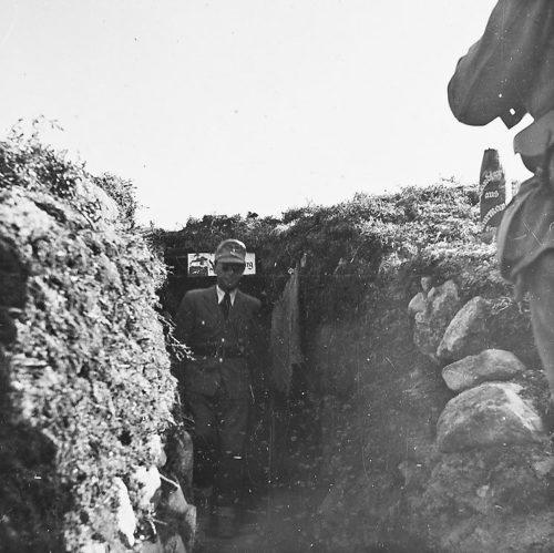Йозеф Тербовен в окопе на фронте на Кольском полуострове. 1942 г.
