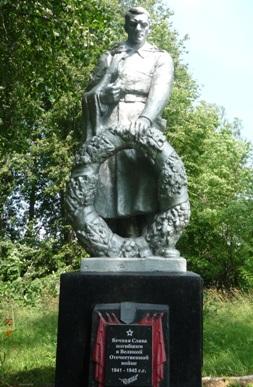 д. Полоница Кричевского р-на. Памятник был установлен в 1967 году на братской могиле, в которой похоронено 124 советских воина, в т.ч. 4 неизвестных, погибших в годы войны.