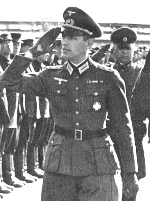 Рейнгард Гелен в рабочем кабинете. 1941 г.