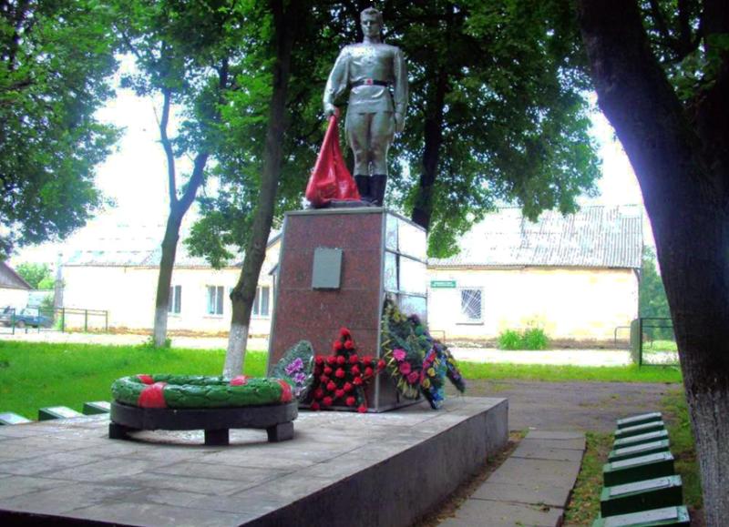 д. Мушино Мстиславского р-на. Памятник установлен в 1984 году на братской могиле, в которой похоронено 7 советских воина, погибших в голы войны.