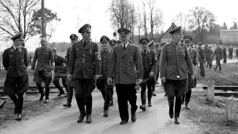 Альберт Шпеер и Адольф Гитлер. 1942 г.