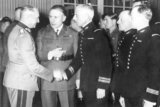 Вальтер Браухич принимает иностранную делегацию. 1939 г.