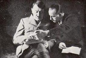 Отто Дитрих и Адольф Гитлер. 1935 г.