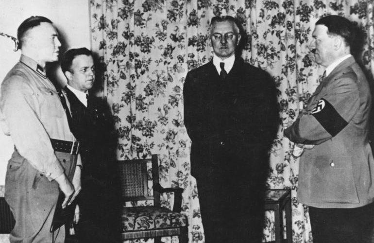 Ялмар Шахт и Адольф Гитлер. 1936 г.