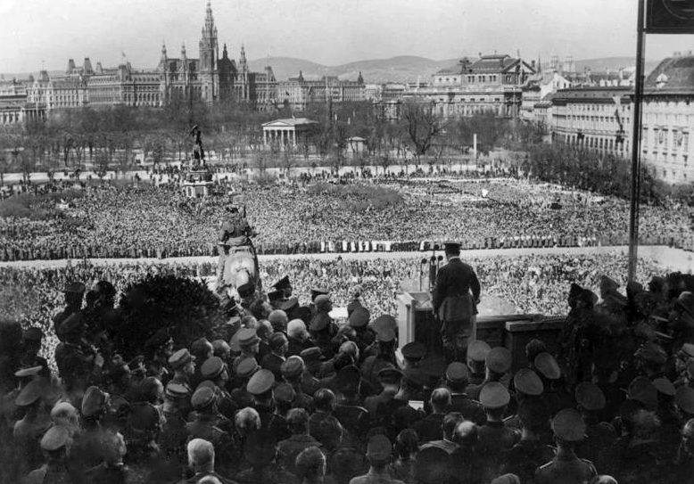 Выступление Гитлера на митинге. 16 марта 1938 г.