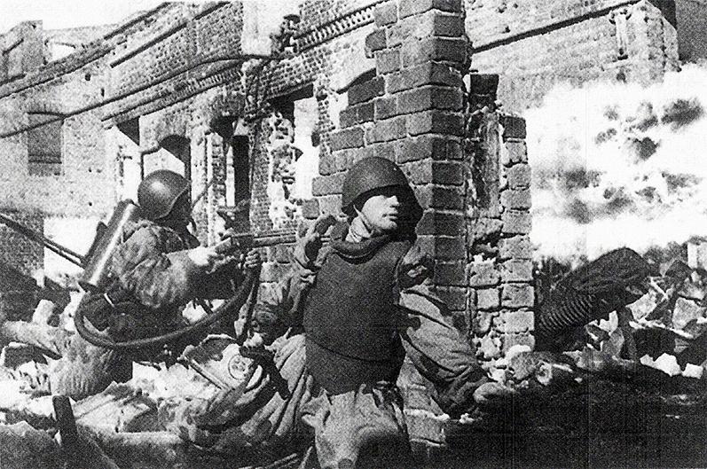 Штурм здания бойцами 1-й ШИСБр. Центральный фронт, сентябрь 1943 г.