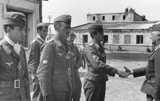 Роберт Грейм с испанской истребительной эскадрильей. 1942 г.