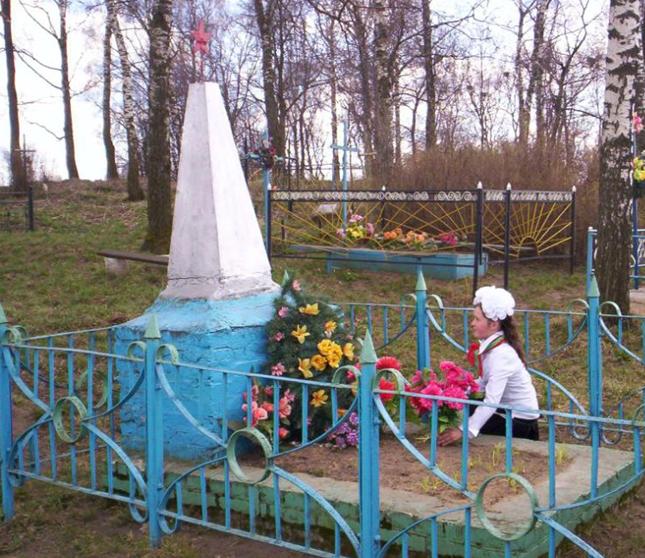 д. Подсолтово Мстиславского р-на. Памятник установлен в 1971 году на братской могиле, в которой похоронено 8 советских воина, в т.ч. 6 неизвестных, погибших в годы войны.
