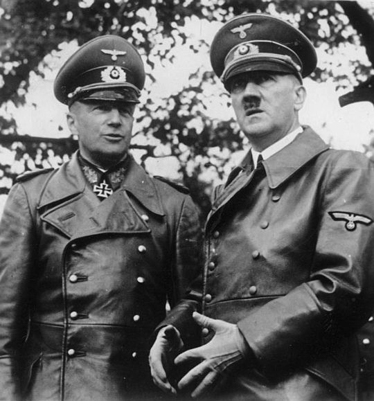 Вальтер фон Браухич и Адольф Гитлер. 1940 г.