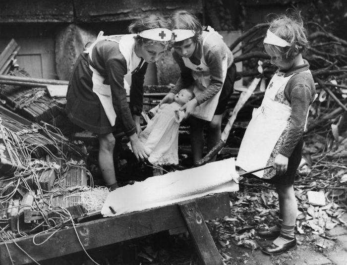 Юные медсестры. 1940 г.