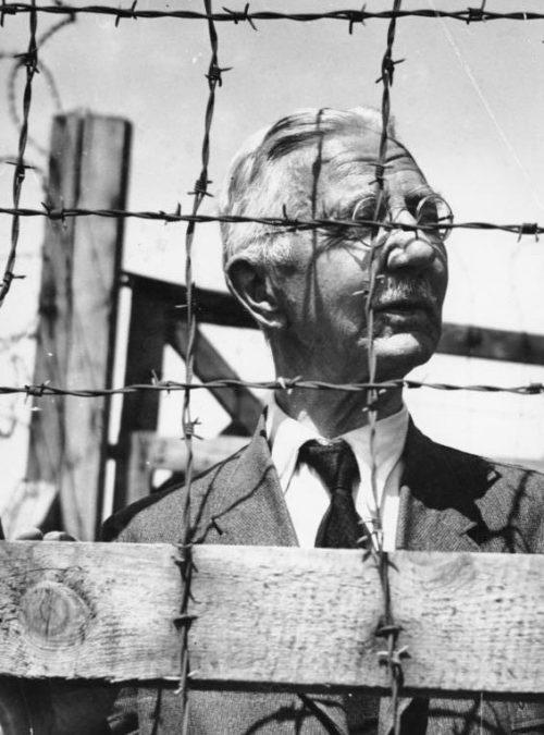Ялмар Шахт в концлагере. 1945 г.