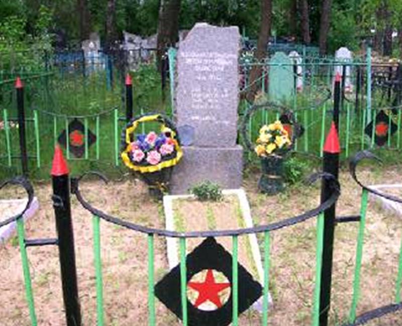 г. Кличев. Памятник на кладбище, установленный на братской могиле 4 медработников, расстрелянных 10 октября 1941 году.