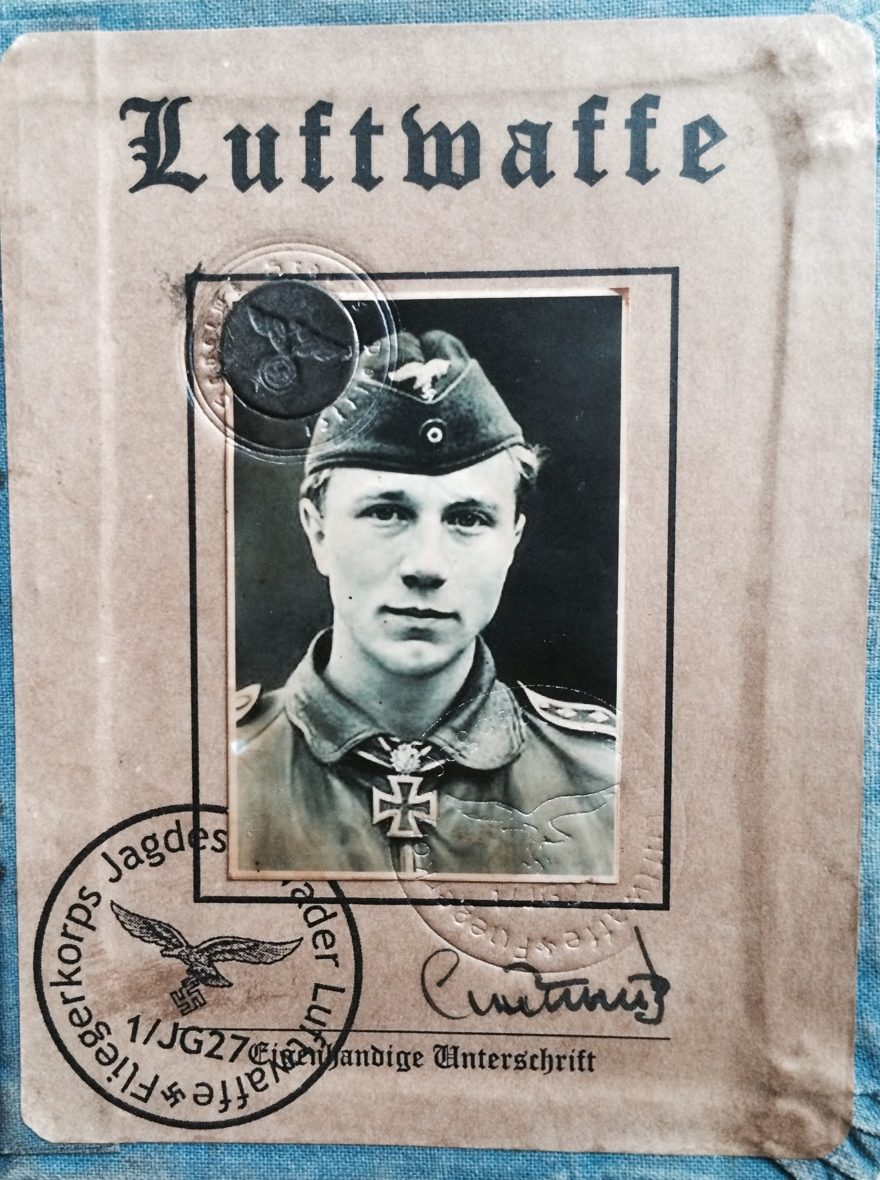 Удостоверение летчика Люфтваффе.