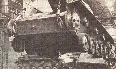 Сборка танка Т-70. 1942 г.