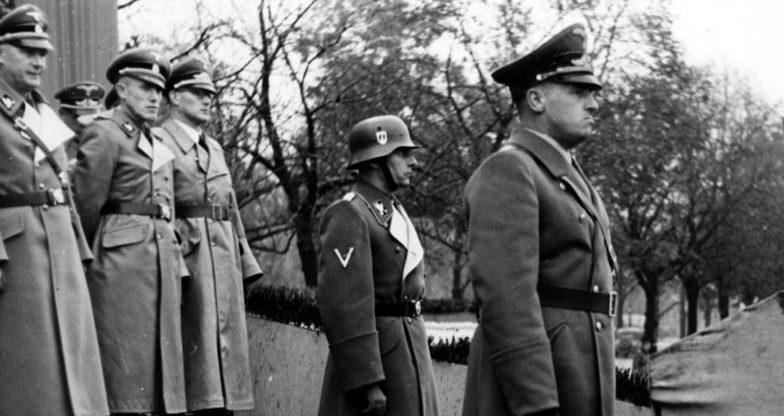 Фридрих Крюгер в свите Ганса Франка. 1939 г.