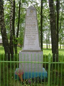п. Круглое. Памятник на еврейском кладбище установлен родственниками погибших в 50-х годах на месте перезахоронения расстрелянных 515 граждан в самом Круглом, деревнях Тетерино и Хотьково.