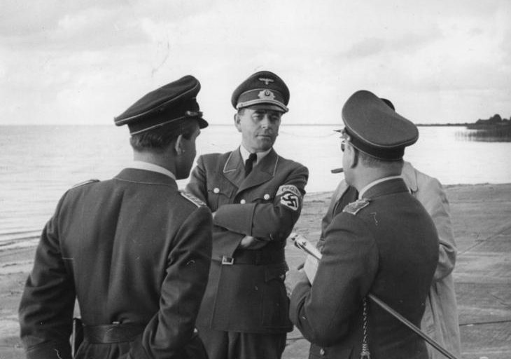 Альберт Шпеер и Адольф Галланд на озеро Мюриц. 1943 г.