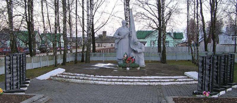 д. Антоновка Чаусского р-на. Братская могила совестких воинов.