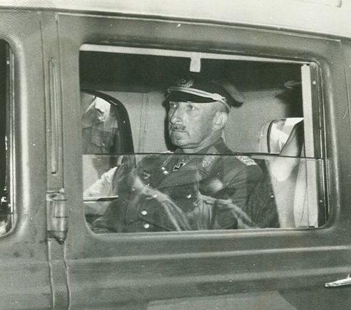 Ганс Юрген Арним в штабном автомобиле. 1942 г.