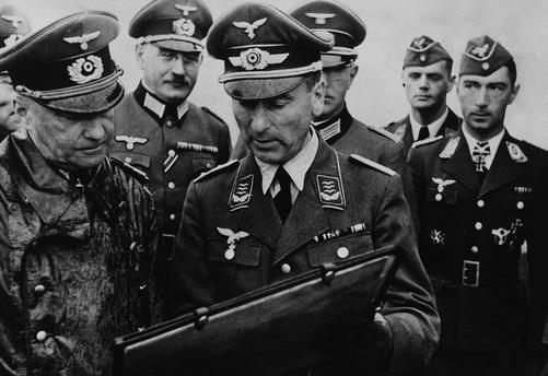 Вальтер фон Браухич с офицерами. 1940 г.
