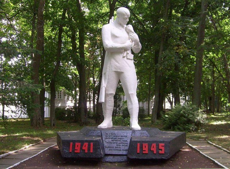 д. Жиличи Кировского р-на. Памятник землякам, погибшим в годы войны.